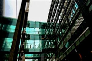 Kính màu thông minh - giải pháp xanh cho các toà cao ốc