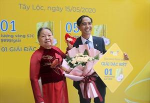 PVcomBank trao giải vàng đặc biệt cho khách hàng gửi tiết kiệm