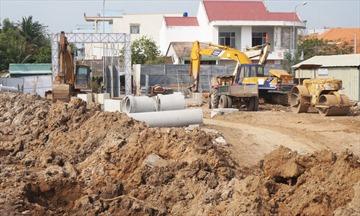 Long An: Xây dựng hạ tầng, chuyển nhượng hàng ngàn lô nền khi chưa được cấp phép xây dựng