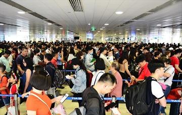 Nỗi ám ảnh ở sân bay Tân Sơn Nhất ngày cận Tết