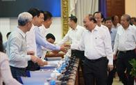 Thủ tướng chủ trì họp Tiểu ban Kinh tế - Xã hội với TP.HCM và một số địa phương