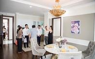 Tưng bừng ưu đãi nhân dịp 1 năm HPX niêm yết: Căn hộ mẫu Roman Plaza thu hút khách tham quan