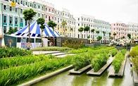 Ngắm nhìn bức tranh đầy màu sắc bên biệt thự thương mại Sun Premier Village Hạ Long