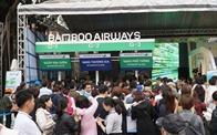 Xếp hàng đông nghẹt săn vé máy bay và combo du lịch trọn gói của Bamboo Airways