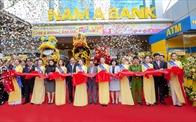 Tưng bừng khai trương Nam A Bank Lâm Hà