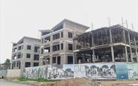 """Quận Long Biên """"bất lực"""" hay """"buông lỏng"""" cho Khai Sơn Hill hợp thức hoá 26 căn biệt thự không phép?"""