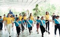 Nam A Bank đồng hành Tân HHHV Việt Nam 2019 trao quà cho trẻ em