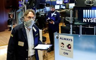 Cổ phiếu ngân hàng bứt phá, S&P 500 vượt mốc 3.000 điểm