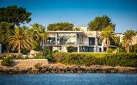 Vì sao giới nhà giàu đổ tiền vào biệt thự biển?