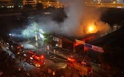 Gara hàng nghìn m2 ở Hà Nội cháy, thiêu rụi nhiều ô tô