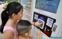 """Máy bán hàng tự động sẽ dẹp nạn """"chặt chém"""" trên phố đi bộ Hồ Gươm?"""