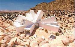 Ngôi nhà giữa sa mạc trong hình hài những chiếc container