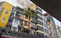 Hà Nội: Cháy quán karaoke, huy động 8 xe cứu hỏa mới dập tắt