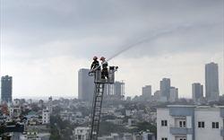 Đà Nẵng: Dân chung cư sơ tán vì cháy căn hộ tầng 12