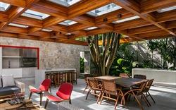 Chiêm ngưỡng ngôi nhà tuyệt đẹp xây quanh gốc cây cổ thụ