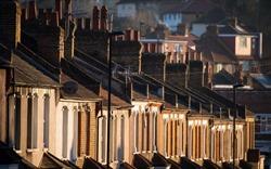 Mặc nền kinh tế gặp khó khăn, thị trường nhà ở tại Anh vẫn tăng giá