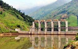 Lào Cai: Cưỡng chế thi công trên mặt đập thủy điện Tà Thàng trái quy định