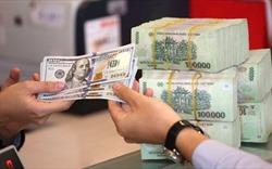 Sau 11 tháng neo giữ, Ngân hàng Nhà nước bất ngờ hạ giá mua USD