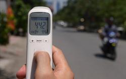 """Người Hà Nội vất vả di chuyển trong """"chảo lửa"""" 40 độ C"""