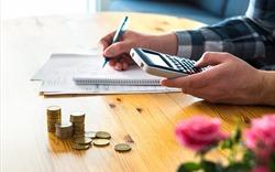 VN-Index điều chỉnh sau 6 phiên tăng liên tiếp, cổ phiếu bất động sản phân hóa