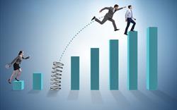 """VN-Index áp sát mốc 900 điểm, hơn 10.000 tỷ đồng """"đổ"""" vào thị trường"""