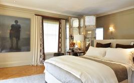 Phong thủy phòng ngủ: Tại sao không được đặt đầu giường kề cửa sổ và đối diện với gương?