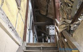 Khu tập thể nhà gỗ xuống cấp nghiêm trọng giữa lòng Hà Nội