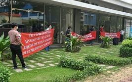 Khách hàng, doanh nghiệp kêu cứu vì hoãn thi hành án ở Green Town Bình Tân