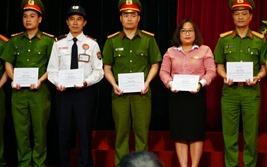 Vụ cướp ngân hàng bất thành tại Sóc Sơn: Trao bằng khen cho hai CBNV Techcombank