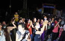 Gỡ bỏ cách ly thôn Hạ Lôi: Người dân vỡ òa trong vui mừng