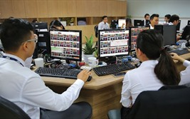 """Cổ phiếu họ 'Vin"""" bứt phá, VN-Index bật tăng gần 24 điểm"""