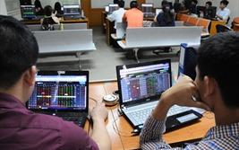 """Cổ phiếu ngân hàng """"nổi sóng"""", VN-Index tăng gần 12 điểm"""
