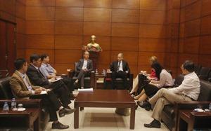 VNREA's President receives WB representative