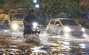Hà Nội mưa lớn, phố cũng như sông