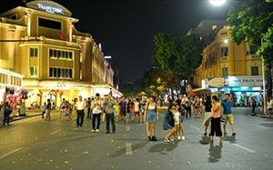 Pedestrian mall around Hanoi's Hoan Kiem Lake to officially come into being