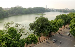 Renovation area around Hoan Kiem lake