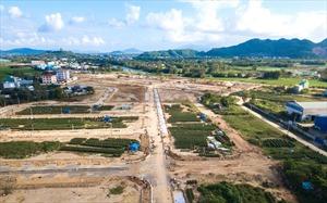 Bất động sản 24h: Ôm bao tải tiền vào Đà Nẵng đánh lớn, ai ngờ sụt hố gánh nợ